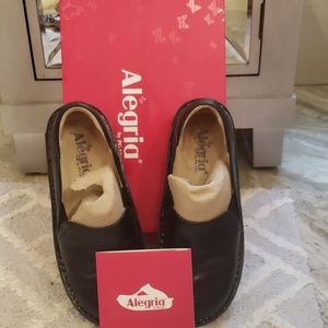 Alegria Debra black embossed rose shoes